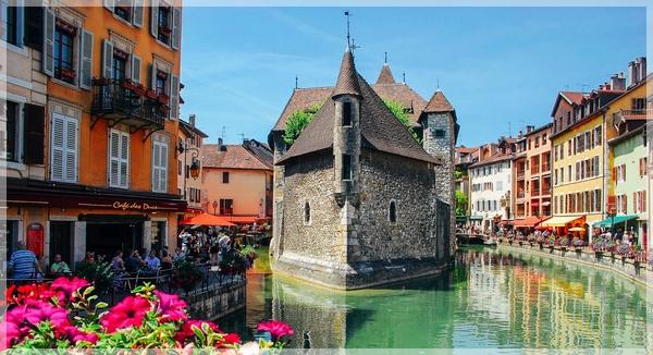 Annecy et son lac, au cœur des Alpes